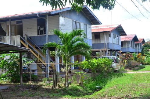 Wonderbaarlijk Bruynzeelwoningen in Suriname - LM Publishers KN-96